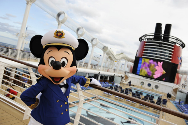 Disney Dream pool and Mickey Mouse