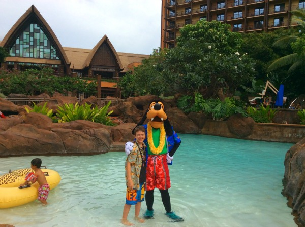 Goofy in the pool