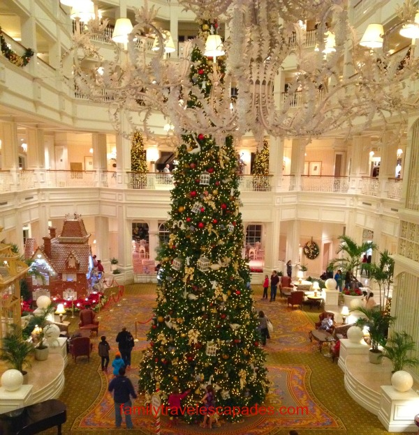 grand floridian resort at christmas