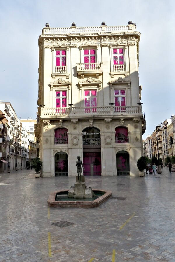 Estatua Icue on Calle Mayor in Cartagena, Spain #travel #Spain #Cartagena